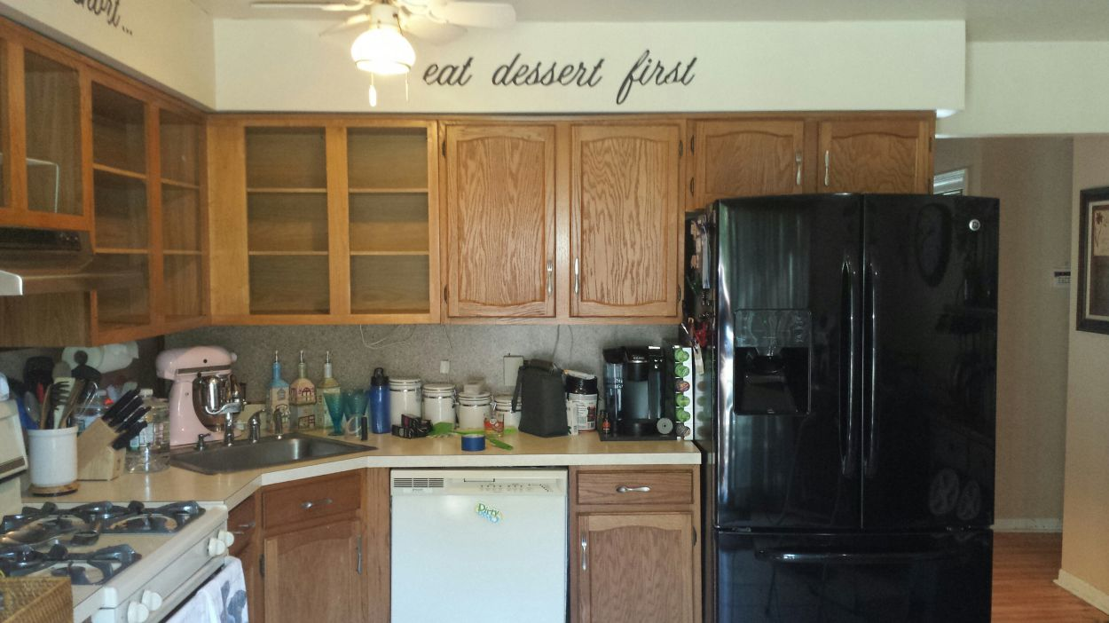 Painting kitchen cabinets using rust oleum cabinet for Best brand of paint for kitchen cabinets